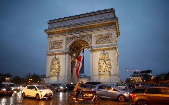 어수선한 파리…개선문에선 수상한 상자, 에펠탑에선 탄약 발견