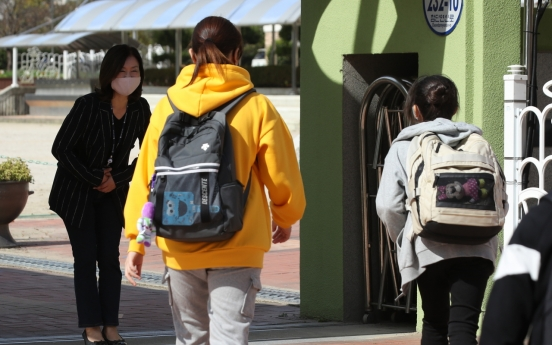 School outbreaks leave dozens sick, hundreds quarantined