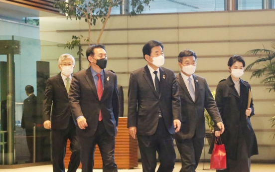 S. Korean lawmakers meet Suga in effort to mend diplomatic ties