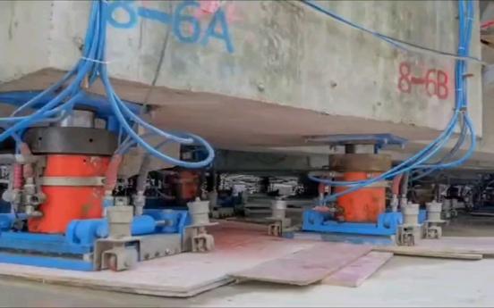 5층 건물이 걸어갔다…상하이 빌딩에 198개 인공 다리 설치