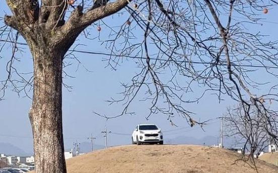 Gyeongju city plans to sue driver of SUV parked atop ancient tomb