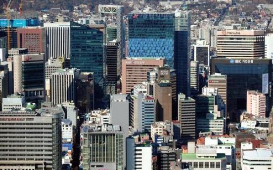 Big firms gird for tougher social distancing amid virus surge
