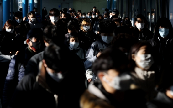 Virus tally exceeds 500 for 3rd day, authorities under pressure to toughen social distancing