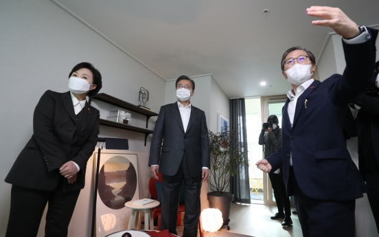 Moon visits public rental home complex amid housing market instability