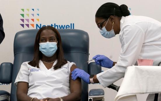미국 첫 백신 접종은 자메이카 출신 간호사…'마스크 계속 써야'