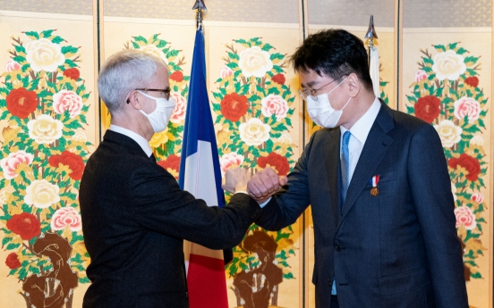 Korean Air CEO receives honor from French government for building ties