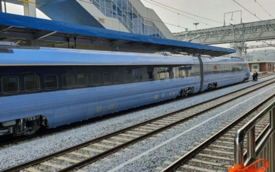 Moon rides S. Korea's brand-new low-carbon bullet train