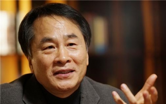 Novelist Lee Seung-u wins 44th Yi Sang Literary Award