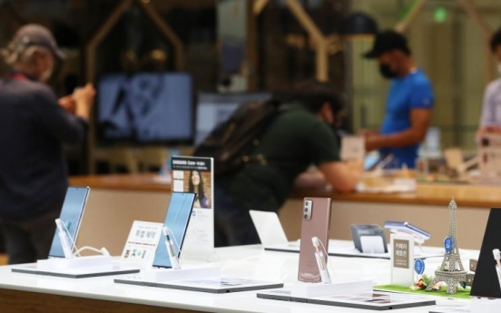 Samsung tipped to top smartphone production in 2021: report