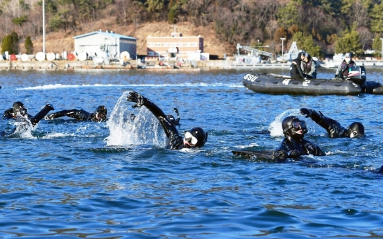 Navy's sea salvage unit conducts annual wintertime training