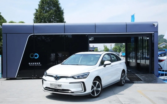 Electric vehicles challenge traditional concept of gas stations