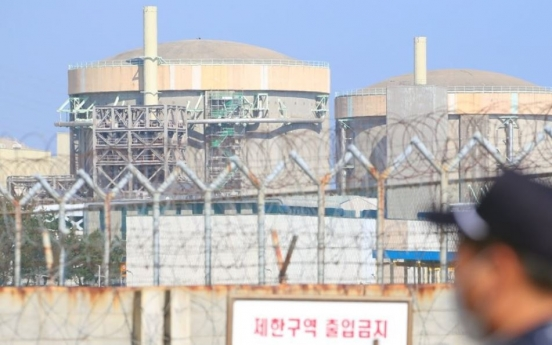 Prosecution questions ex-industry minister over reactor shutdown controversy