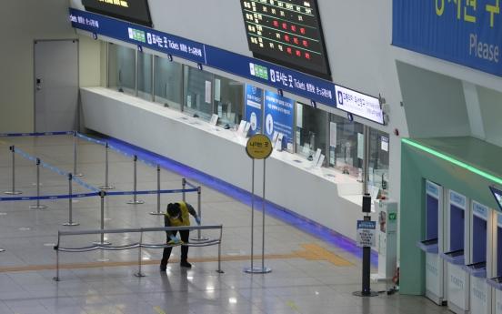 Virus dampens homebound travel on Lunar New Year