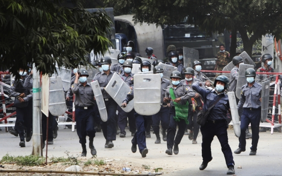 [Newsmaker] 2 Myanmar protesters killed by police fire, reports say