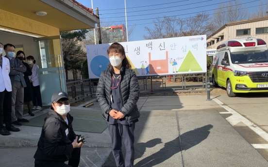 [From the scene] 'I feel safer': Vaccination begins for Korea's front-line workers