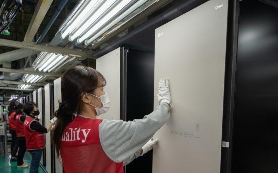 LG's steam closet hits 1m in cumulative production