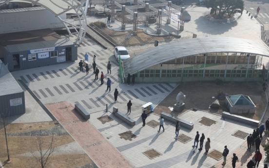2 USFK service members, Korean contractor test positive for virus