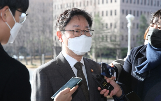 Justice minister exercises investigation command in ex-prime minister's bribery case