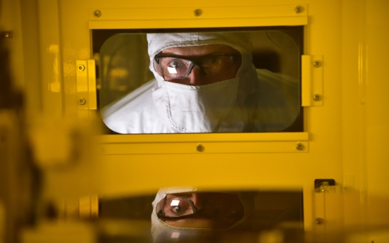 Chipmakers show mixed reactions to Intel foundry plan