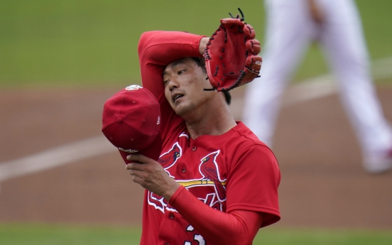 Cardinals' Kim Kwang-hyun allows 2 runs in 2 innings in return to spring training action