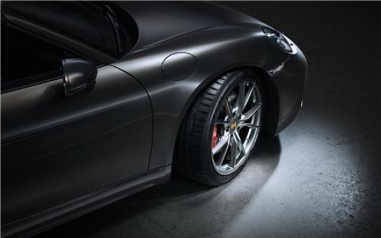 Hankook Tire supplies tires for Porsche sports car