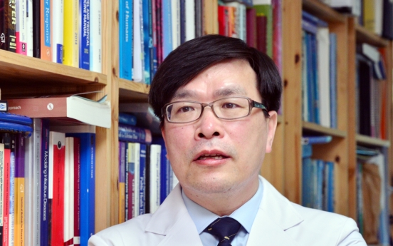 [Herald Interview] 'Safety is taking a back seat in Korea's vaccine rollout'