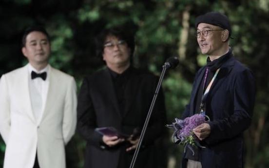 Director Lee Joon-ik of 'Book of Fish' wins grand prize at Baeksang Awards