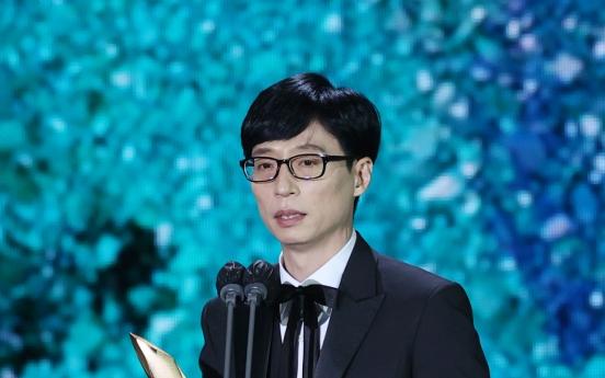 Comedian Yoo Jae-suk, film director Lee Joon-ik win top prize at Baeksang Arts Awards
