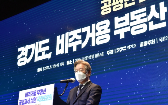 [Newsmaker] Gyeonggi Gov. Lee beats former prosecutor general for 1st time in hypothetical presidential race: poll