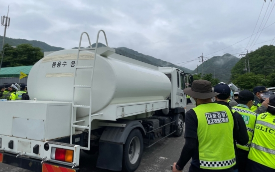 Military brings construction materials, daily necessaries onto THAAD base