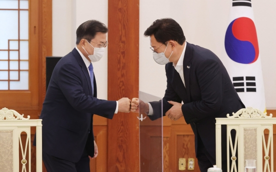 [Newsmaker] Approval ratings for both ruling party, Moon rebound: poll