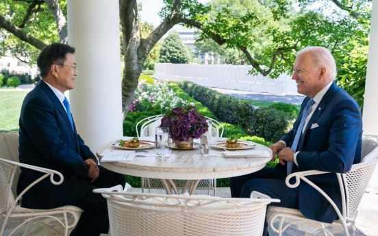 [Newsmaker] Crab cakes served as main lunch course for Moon and Biden