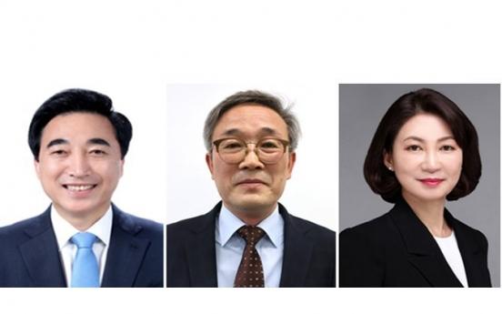 Moon replaces senior secretary for public communication