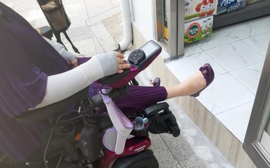 [Feature] Wheelchair woes still blight Seoul