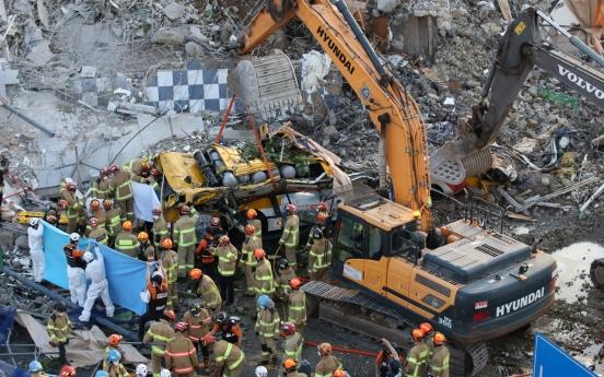 Moon urges full probe into Gwangju building collapse