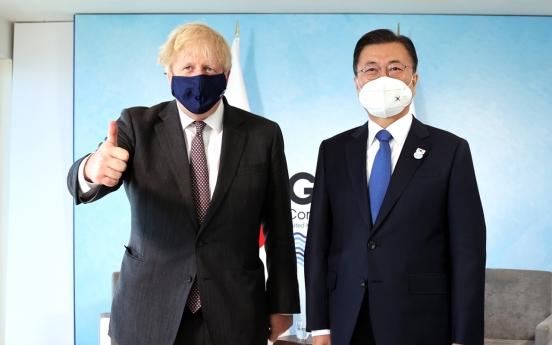 Moon holds summit talks with British PM
