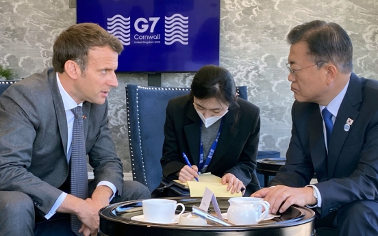 Moon, Macron discuss bilateral cooperation in cutting-edge technology industries