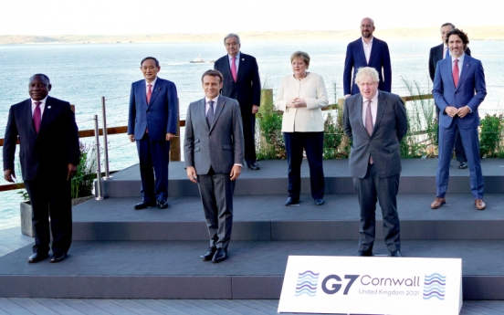 Meeting Suga at G-7 'precious' occasion for new beginning in S. Korea-Japan relations: Moon