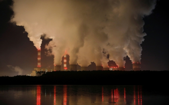 Fossil fuels maintain grip on market: report