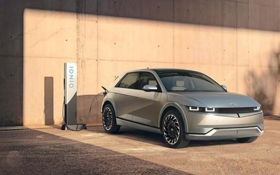 Hyundai Motor chief tests self-driving Ioniq 5 EV during US visit