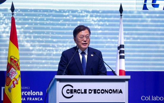 Moon attends Spain's business forum with King Felipe VI
