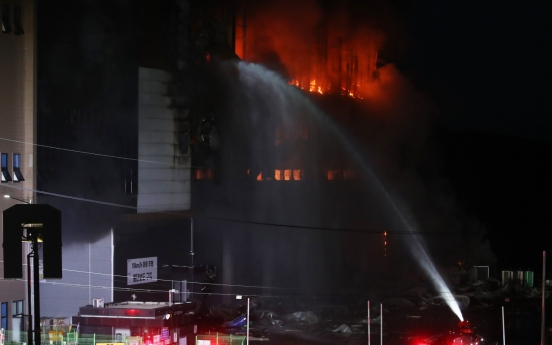[Newsmaker] Pollution from Coupang fire kills fish, harms locals' health