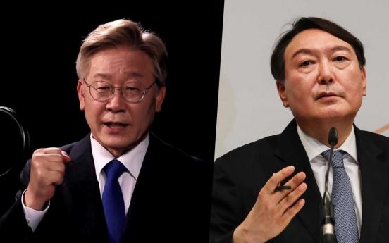 Gyeonggi Gov. Lee ahead of ex-prosecution chief Yoon in latest poll