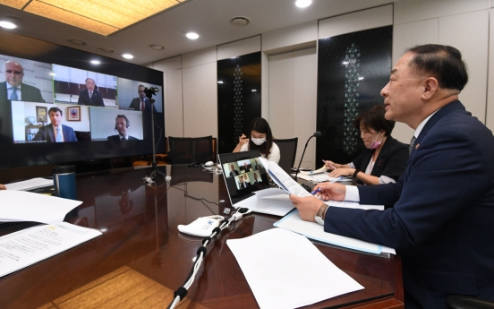 Korea will strengthen debt management efforts, fiscal chief tells Fitch