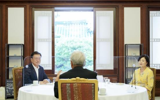 Moon meets Korean archbishop headed for Vatican