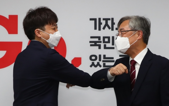 Ex-chief state auditor joins main opposition party in apparent bid to run for presidency