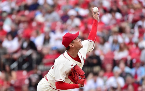 Fueled by home cooking, Cardinals' Kim Kwang-hyun puts on show for family