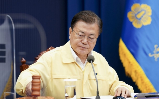 Moon reprimands officials for problems in vaccine reservation system: Cheong Wa Dae