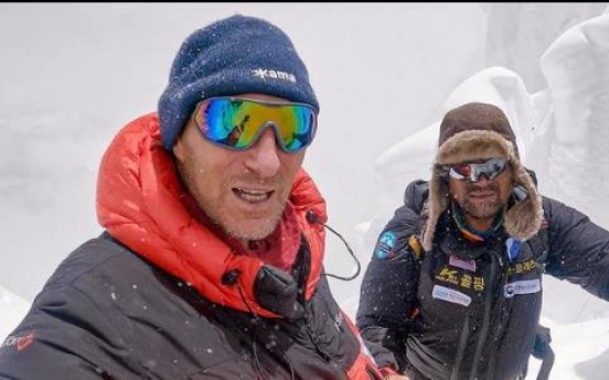 Russian mountaineer accuses climbers of passing by missing Korean mountaineer
