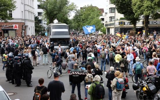 Scuffles in Berlin as Covid sceptics defy protest ban